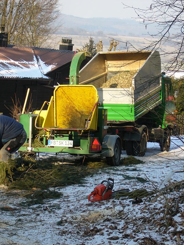 Forstbetrieb Kessel - Häckselarbeiten